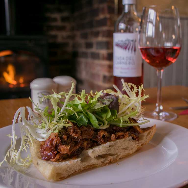 pulled pork and rose wine